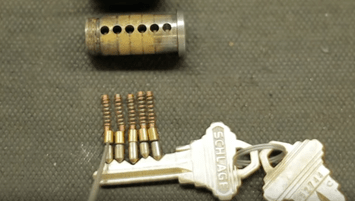 Pins and tumbler lock cylinder